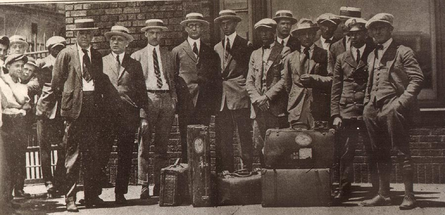 Aeromarine employees with welcoming party in Cleveland, July 1922